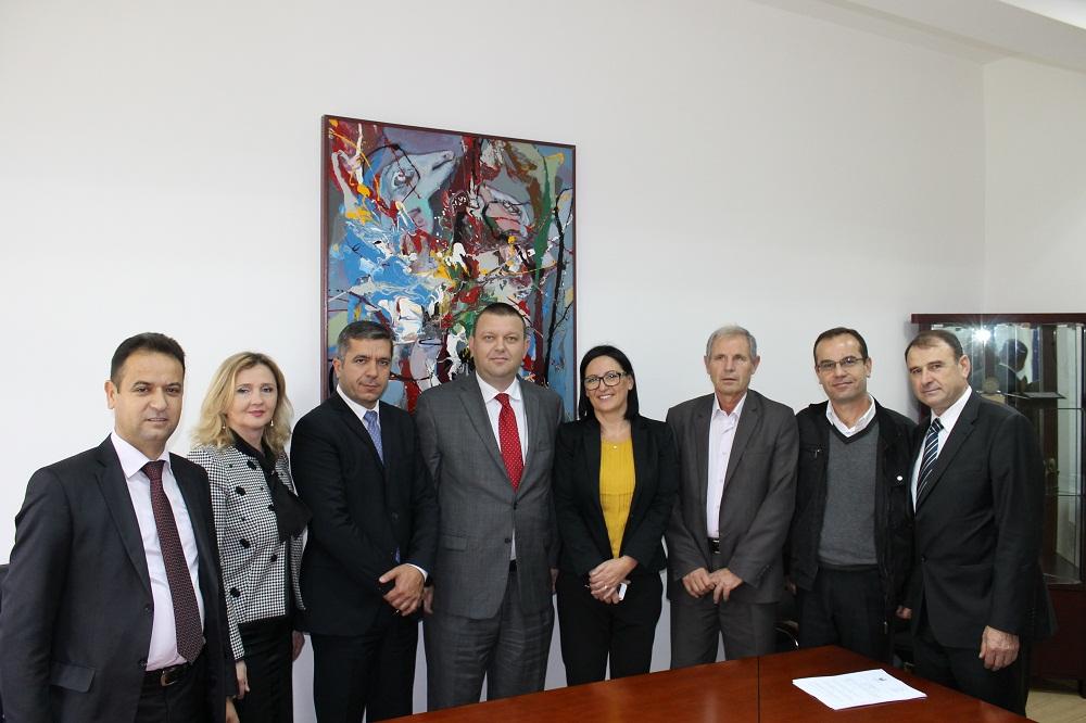"""U nënshkrua marrëveshje bashkëpunimi në mes të Universitetit """"Haxhi Zeka"""" në Pejë dhe Universitetit të Gjilanit """"Kadri Zeka"""""""