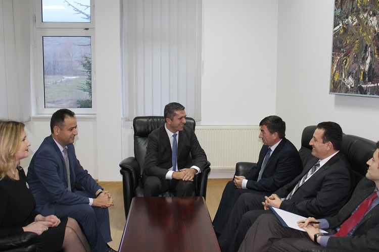 """Ministri i Arsimit, Shkencës dhe Tekonologjisë Prof. Dr. Arsim Bajrami vizitoi Universitetin """"Haxhi Zeka"""" në Pejë"""