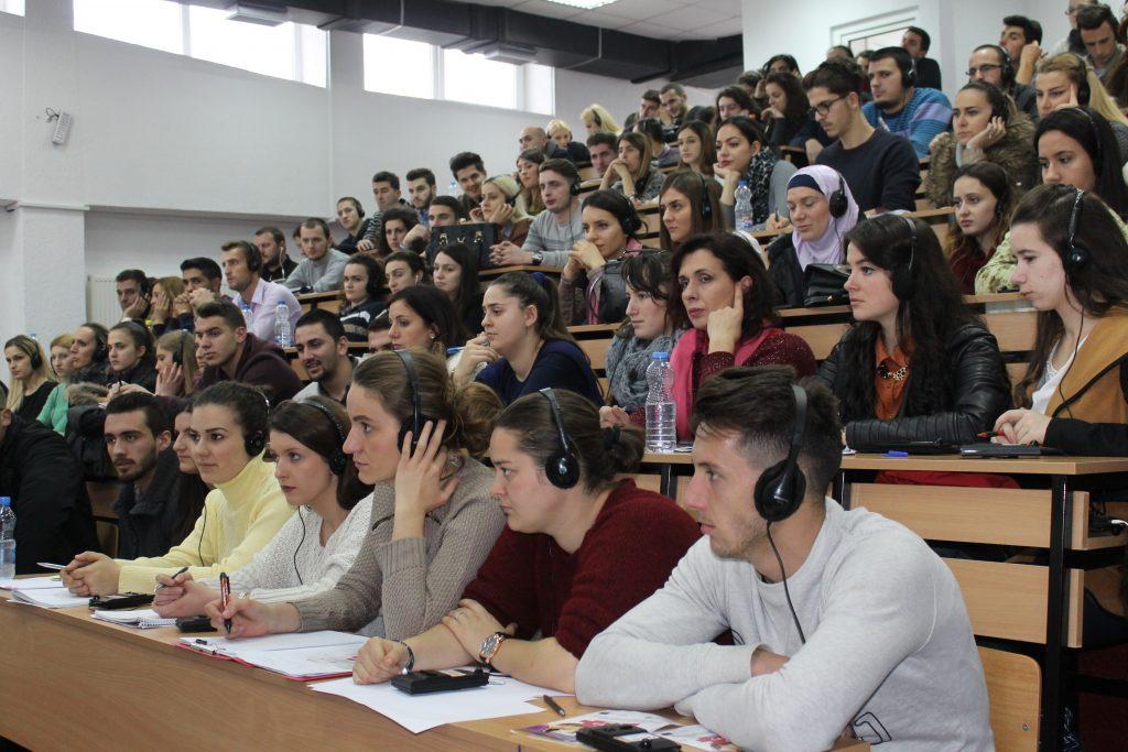 Përfundon trajnimi për studentë
