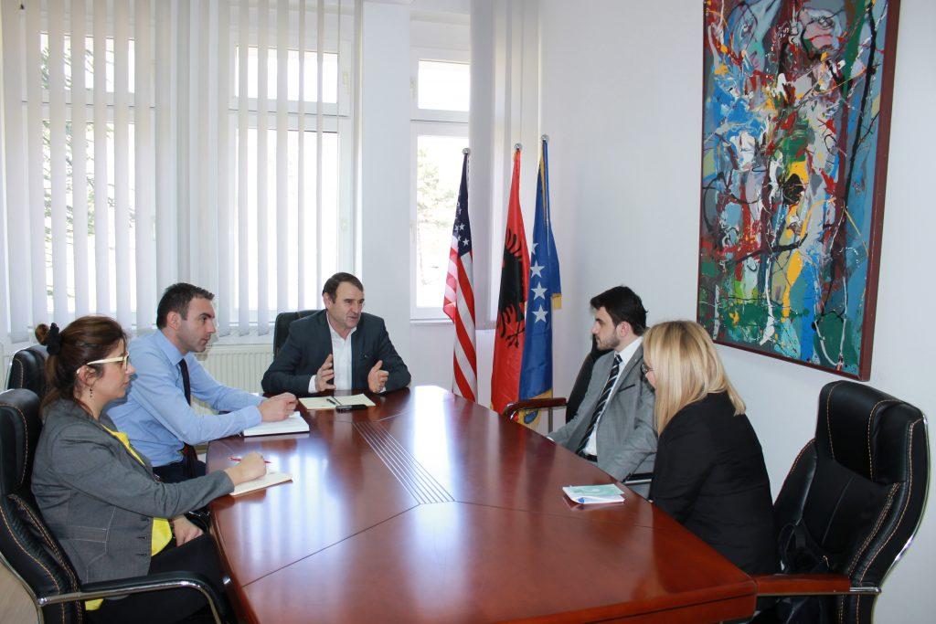 Rektori Millaku takoj përfaqësues të Qendrës Kulturore Turke në Pejë
