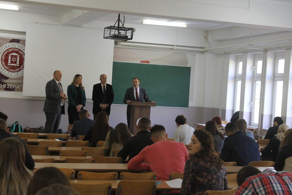U mbajt testi për provim pranues të studentëve në nivelin Master