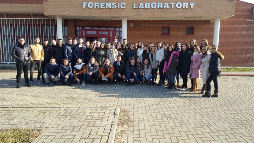 Vizitë studimore nga studentët e UHZ-së  në Laboratorin e Forenzikës