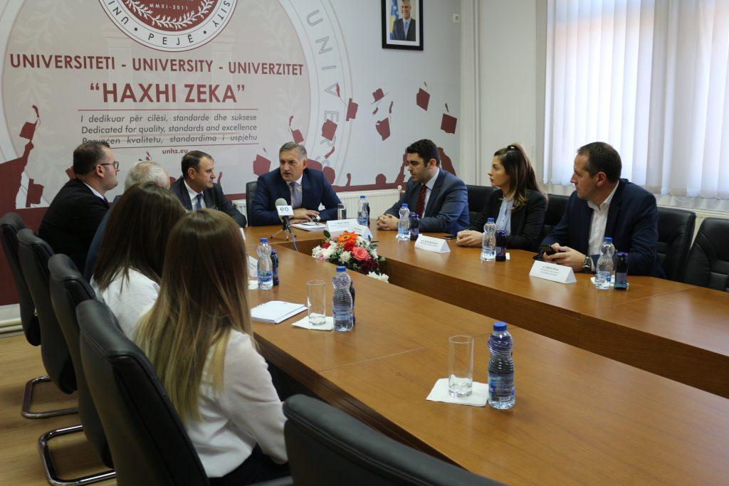 "Ministri z. Besim Beqaj, vizitoi Universitetin ""Haxhi Zeka"""