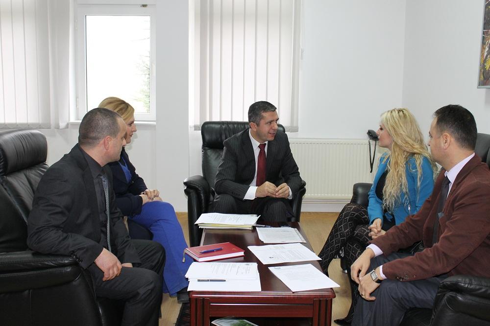 """Nënkryetarja e Kuvendit të Republikës së Kosovës Duda Balje vizitojë Universitetin """"Haxhi Zeka"""" në Pejë"""