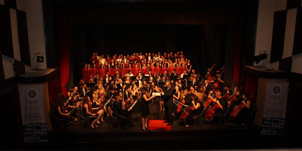 U mbajt koncerti i fund vitit akademik
