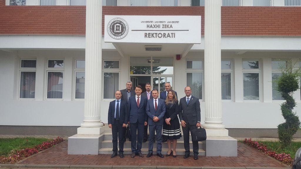"""U nënshkrua marrëveshje ndëruniversitare në mes Universitetit """"Haxhi Zeka"""" dhe """"Kadri Zeka"""" në Gjilan"""