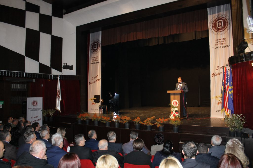 """Ceremonia e 5 vjetorit jubilar të Universitetit """"Haxhi Zeka"""" në Pejë"""