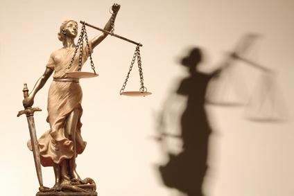 Gruaja dhe Qasja në Drejtësi