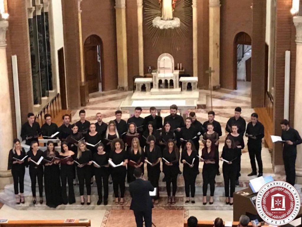 Kori shfaqet para publikut me koncert në Tiranë