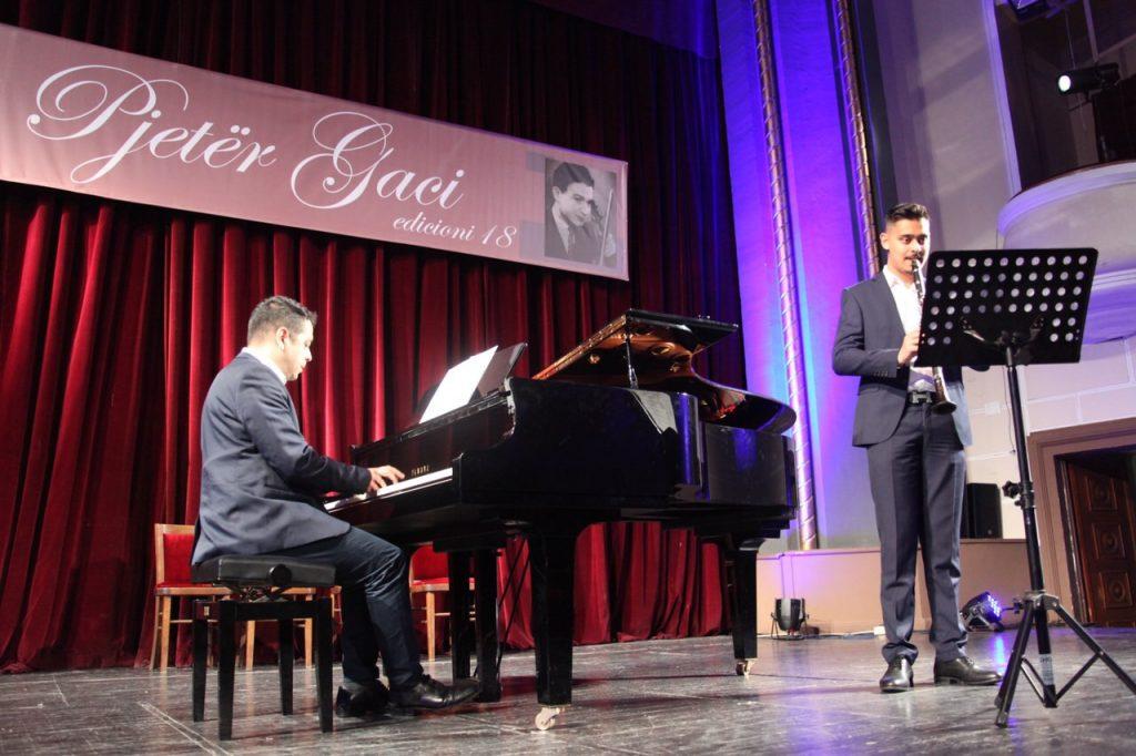 Studenti Rexhep Karaqi fitues i çmimit absolut ne garat Pjeter Gaci