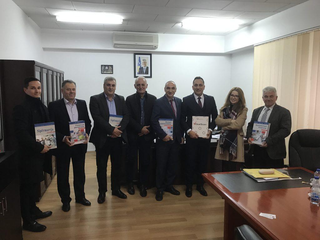 Fondi shqiptaro-amerikan vizitoi UHZ-në